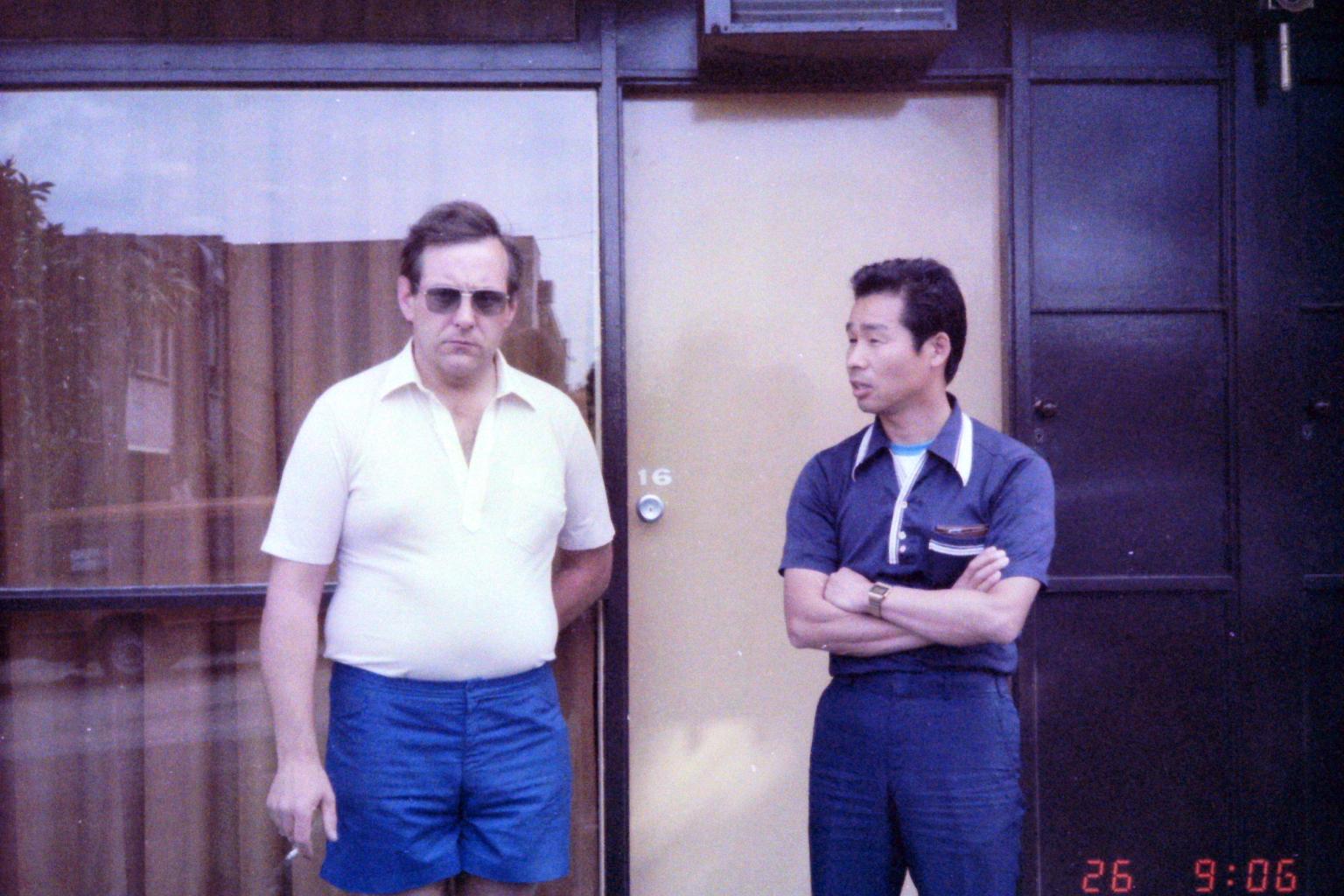 1984_Australia 11-26_(ホンダブリテンのバリー・シモンズ監督と森脇護)