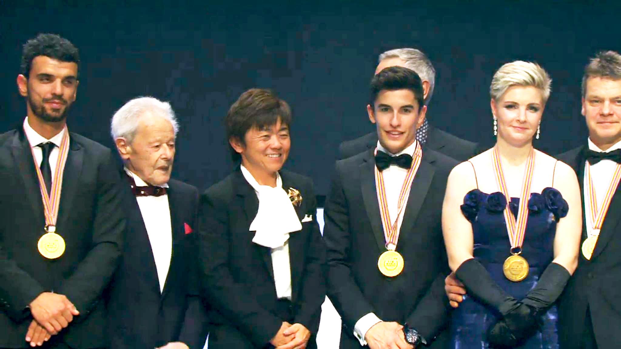 002_FIM_gala ceremony_award_family photo2